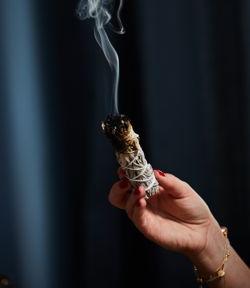 Rauchender weißer Salbei