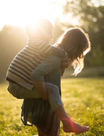 Kindermädchen mit Kind