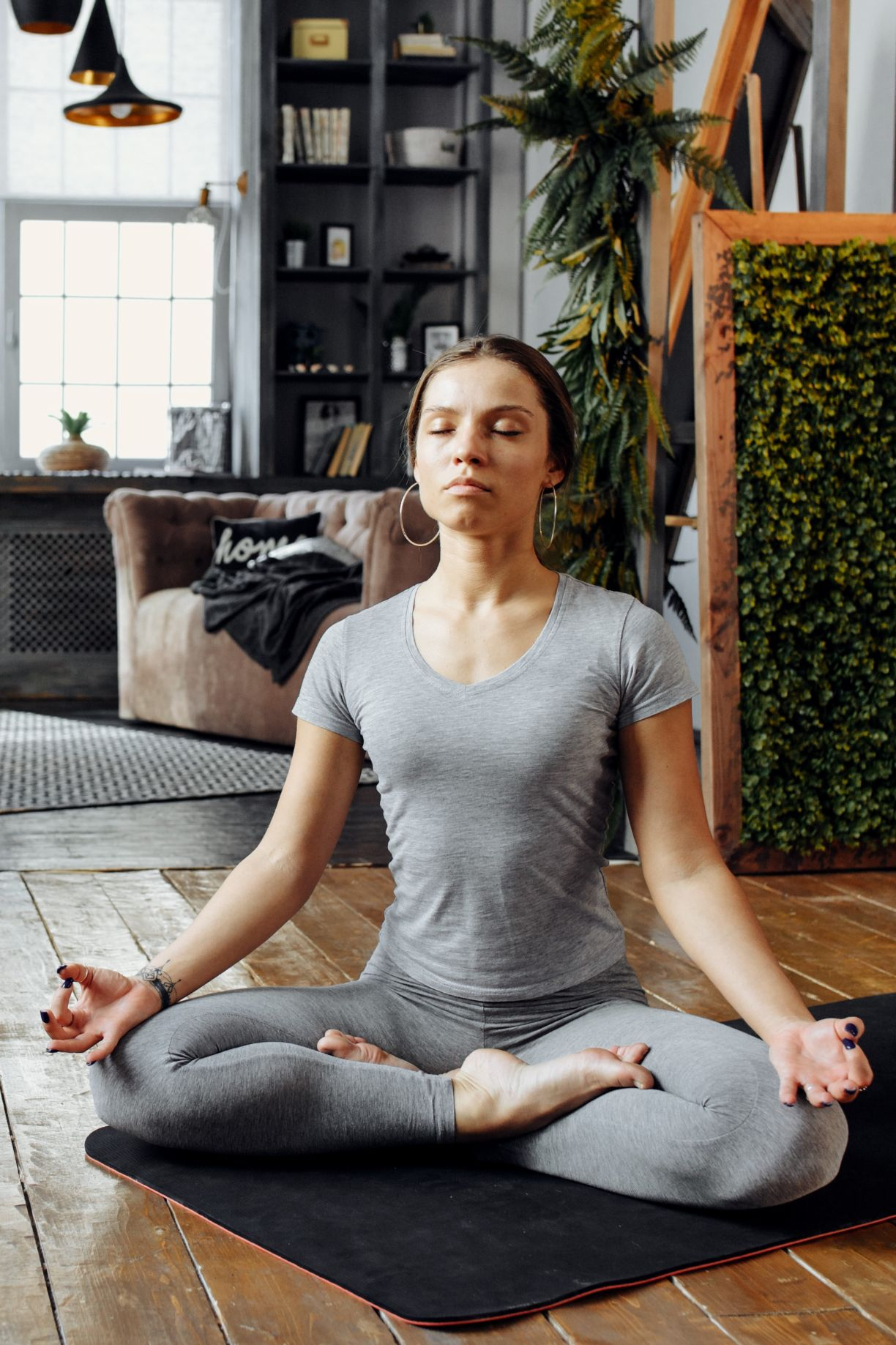Meditierende Person in Sitzposition