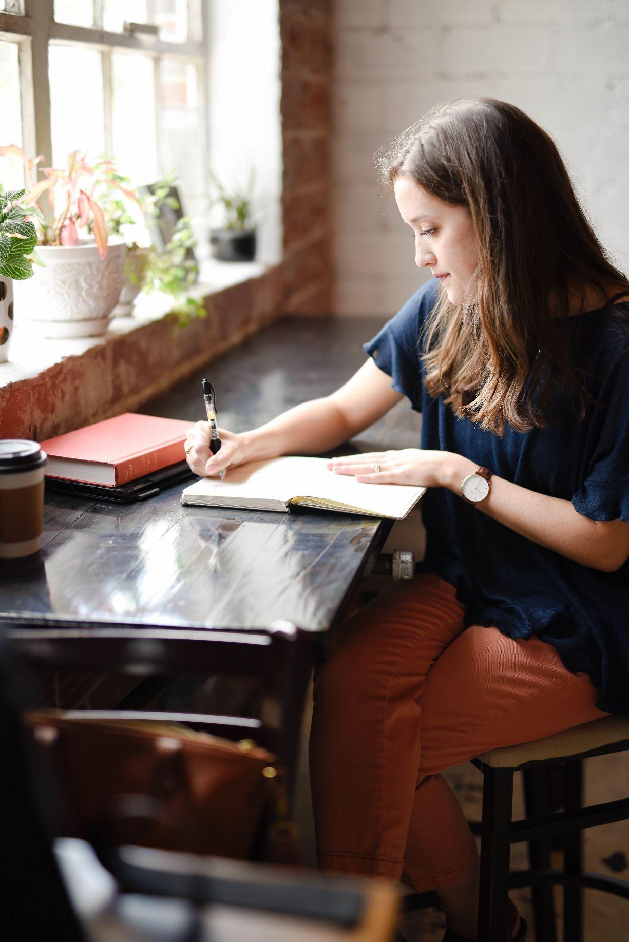 Mädchen mit einem Traumtagebuch